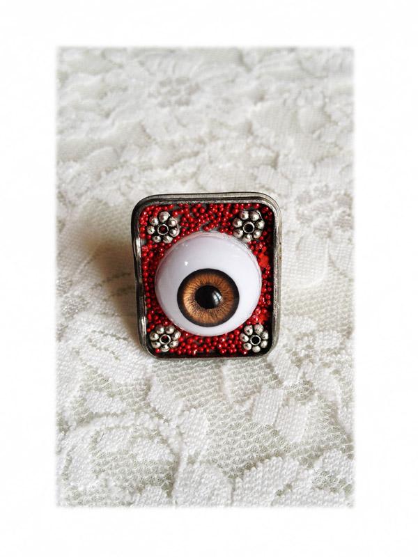 Bague oeil brun tour rouge